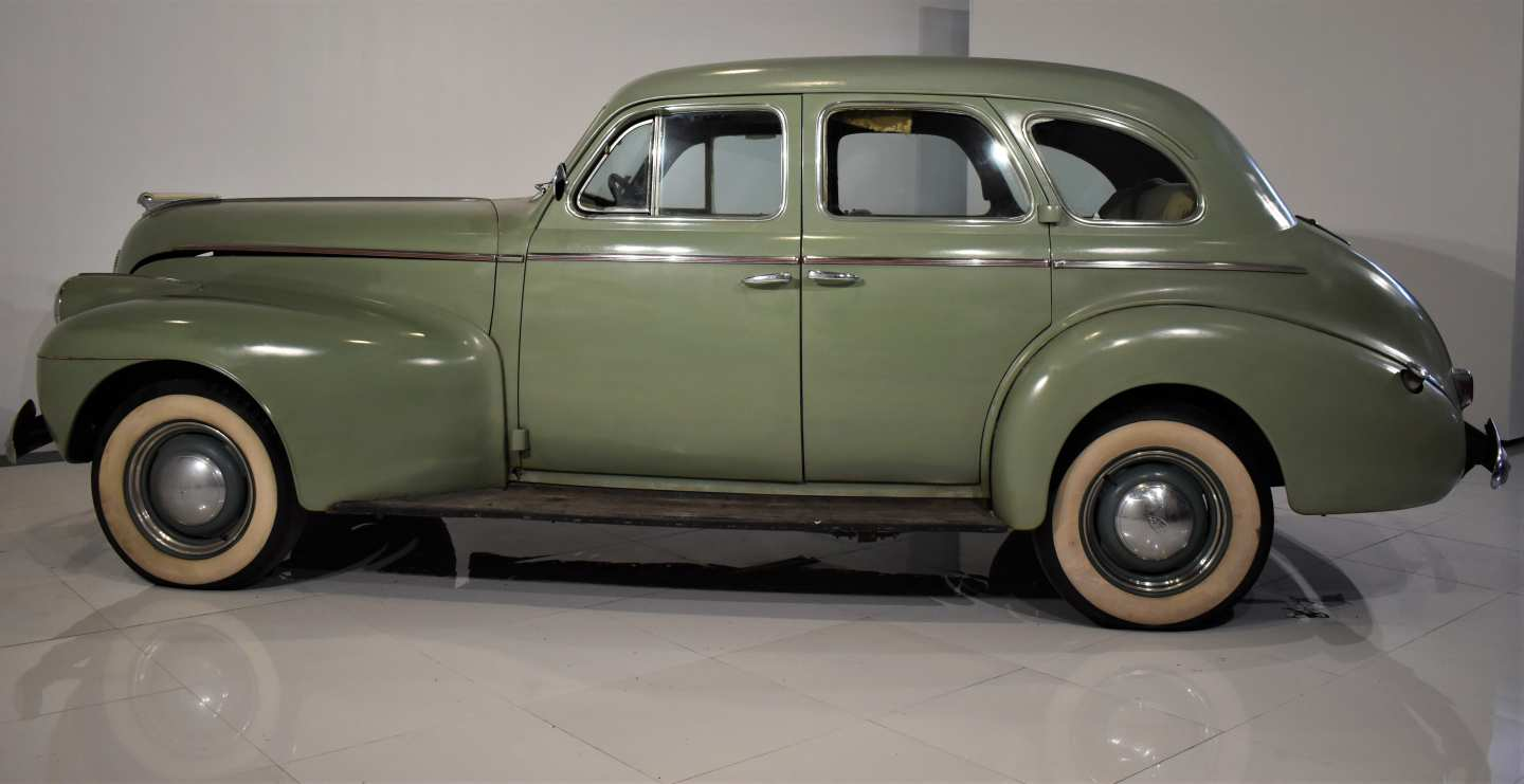 2nd Image of a 1940 OLDSMOBILE 60 SERIES