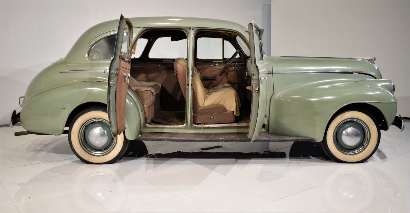 3rd Image of a 1940 OLDSMOBILE 60 SERIES