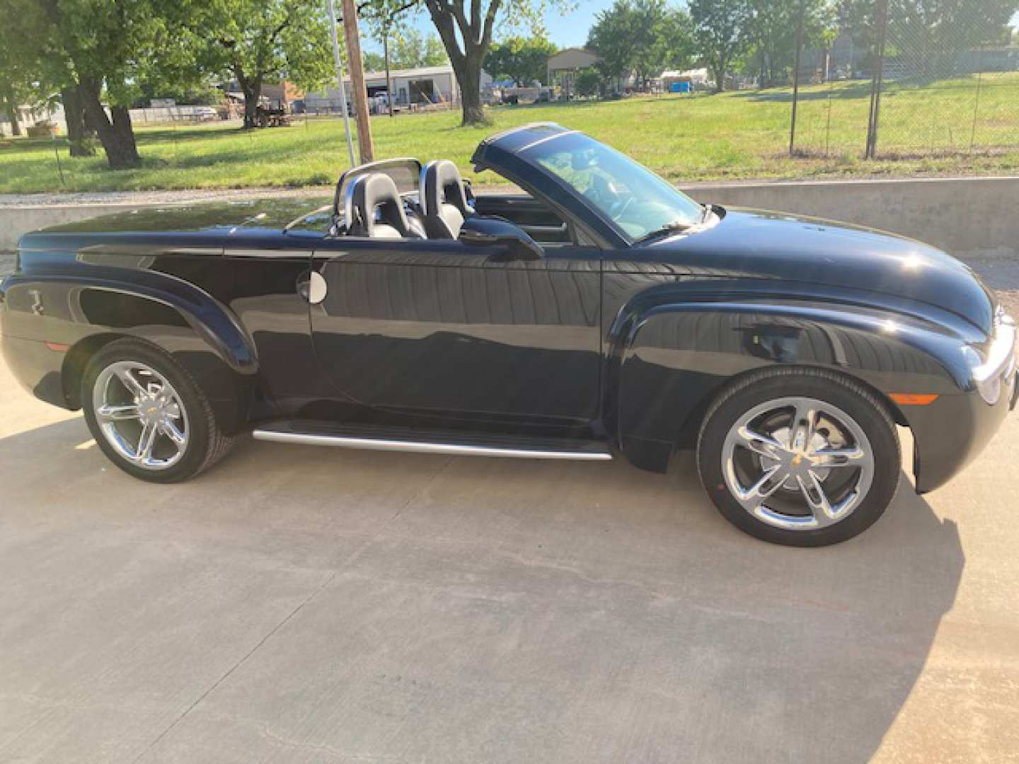 2nd Image of a 2005 CHEVROLET SSR