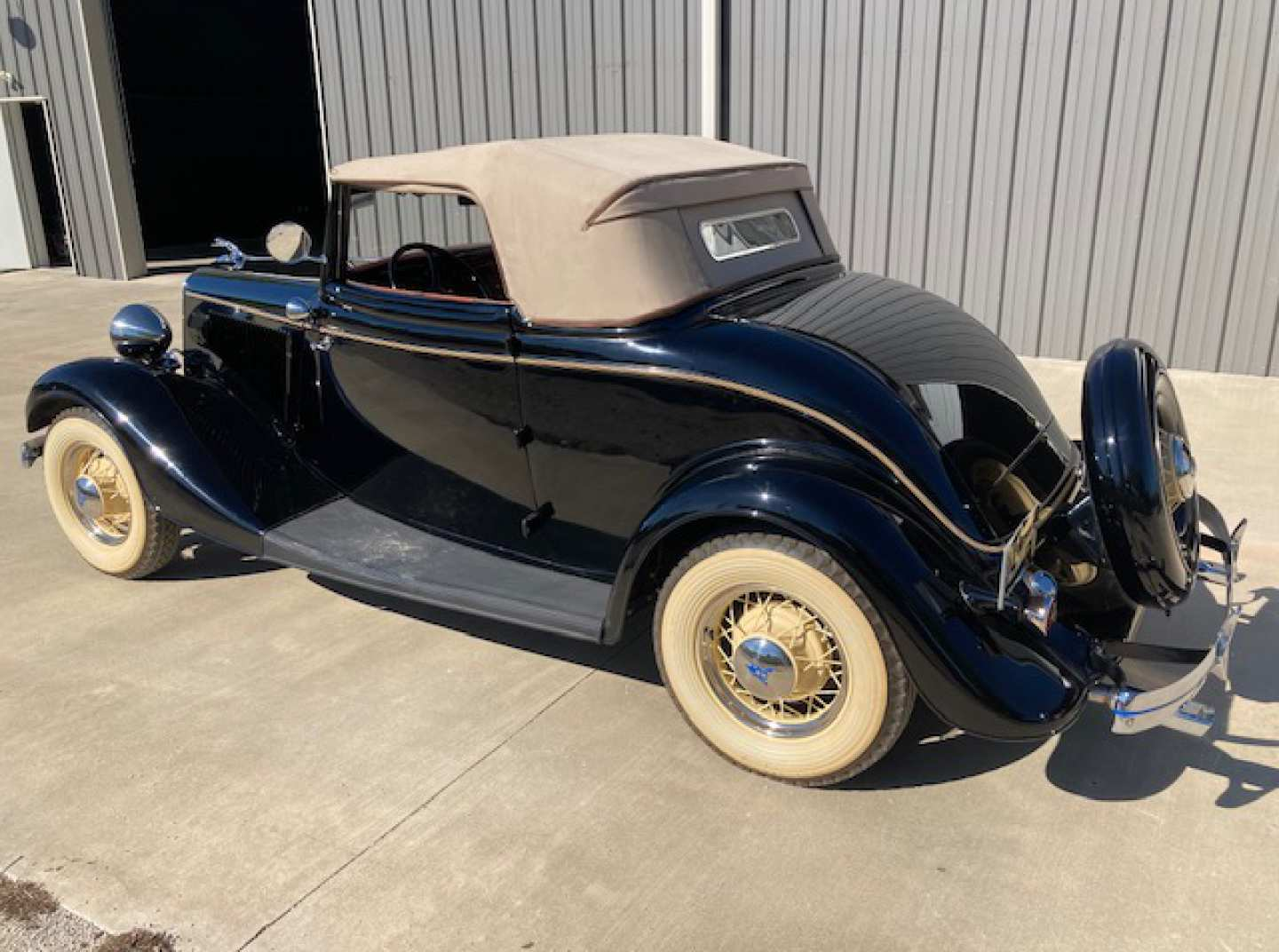 2nd Image of a 1934 FORD CABRIOLET