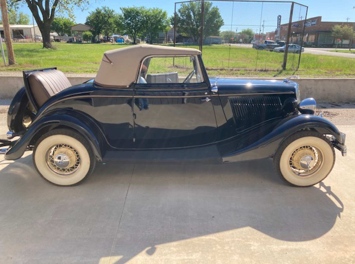 3rd Image of a 1934 FORD CABRIOLET