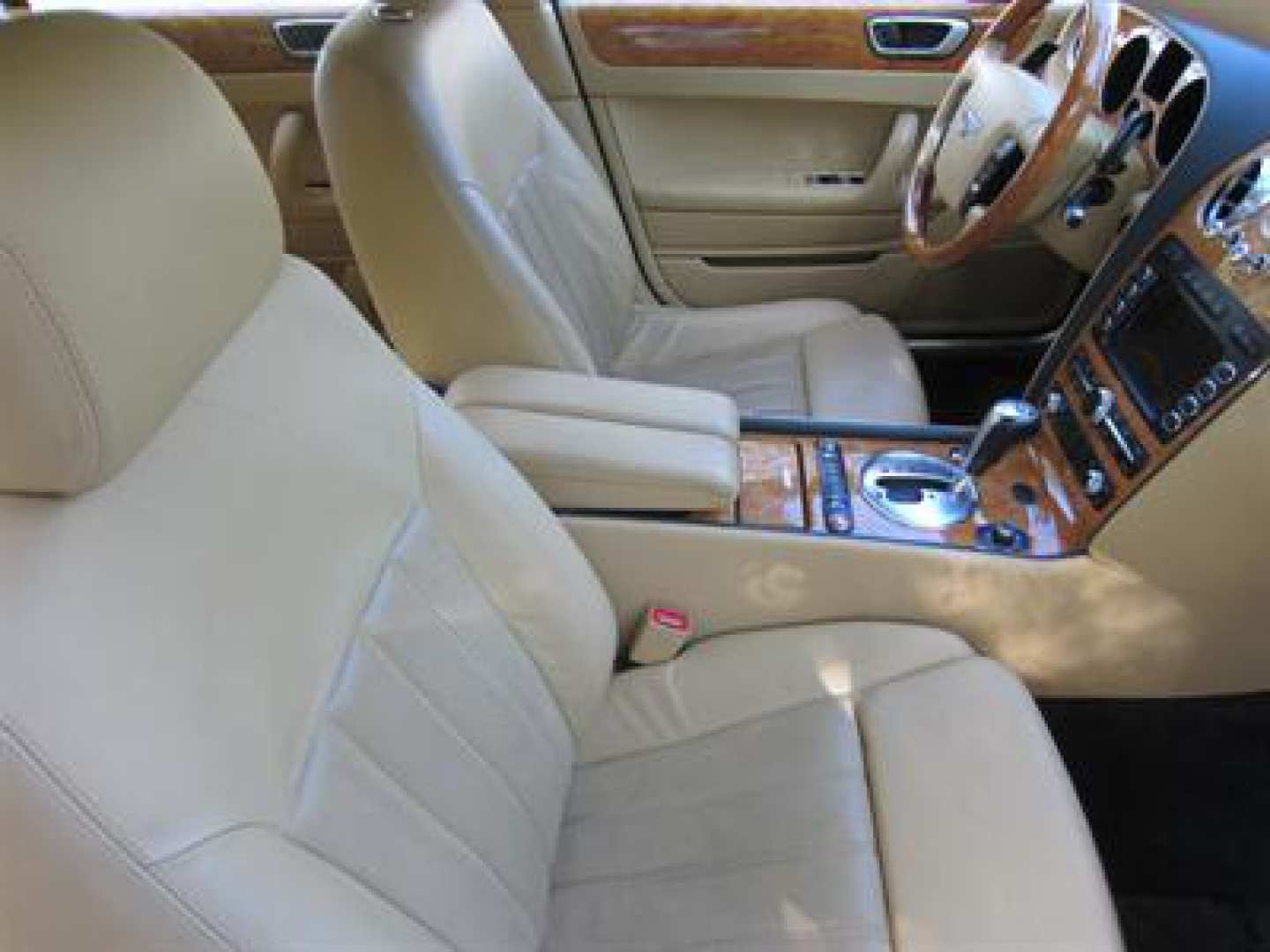 13th Image of a 2009 BENTLEY CONTINENTAL FLYING SPUR