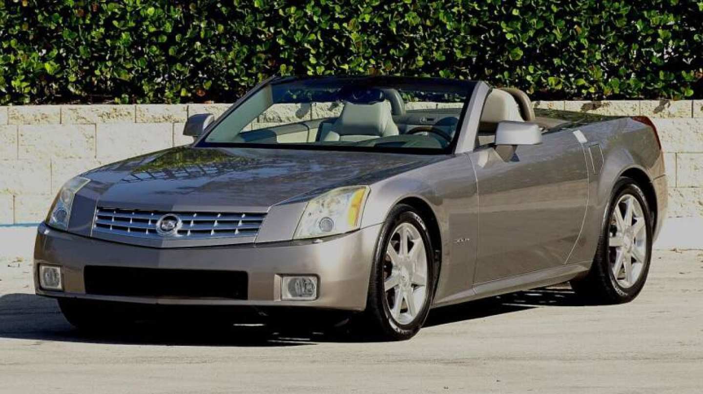 2nd Image of a 2004 CADILLAC XLR ROADSTER