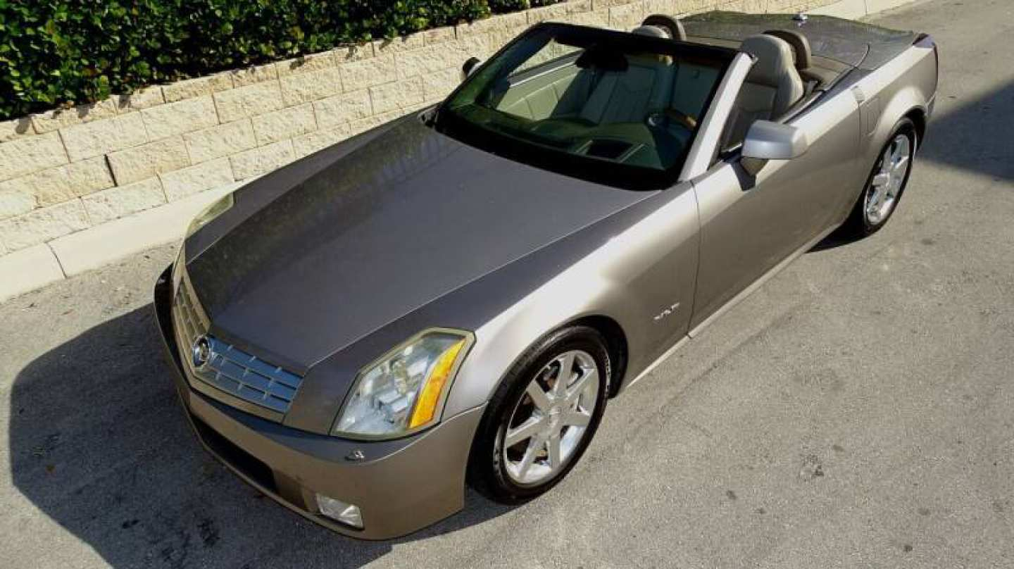 4th Image of a 2004 CADILLAC XLR ROADSTER
