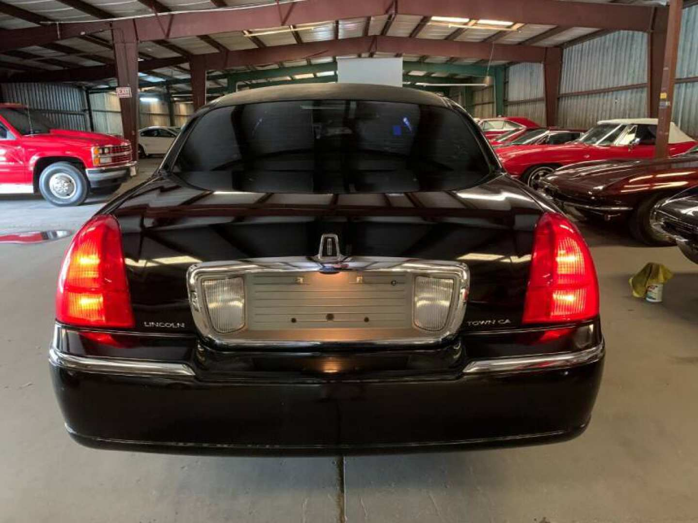3rd Image of a 2011 LINCOLN CONTINENTAL