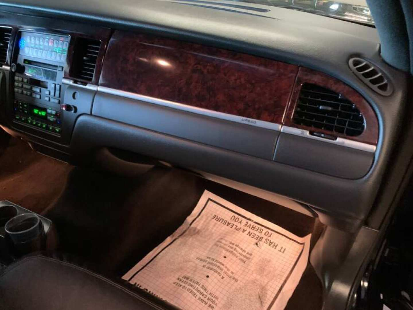34th Image of a 2011 LINCOLN CONTINENTAL