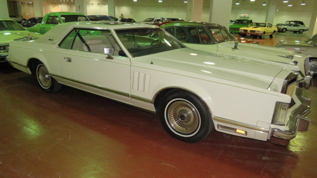 3rd Image of a 1979 LINCOLN MARK V