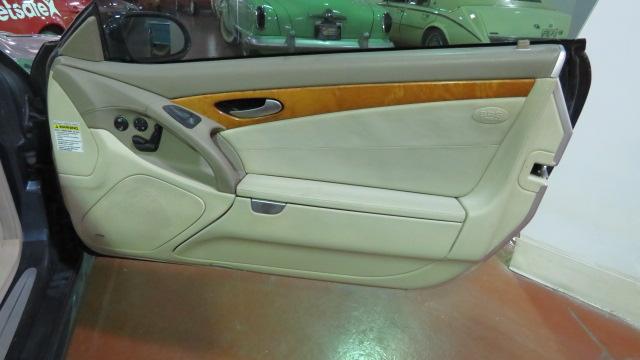 8th Image of a 2003 MERCEDES-BENZ SL500