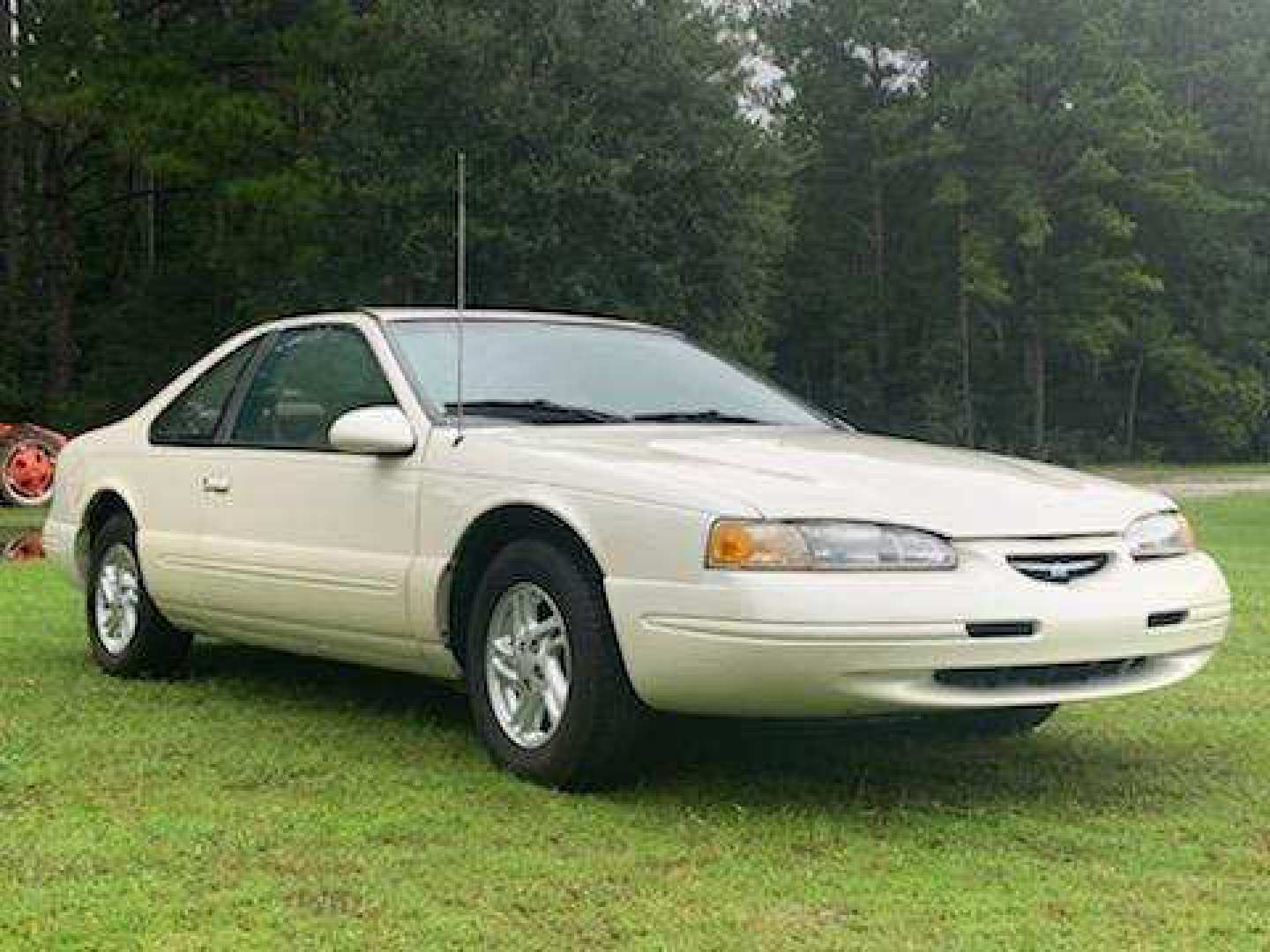 3rd Image of a 1996 FORD THUNDERBIRD LX