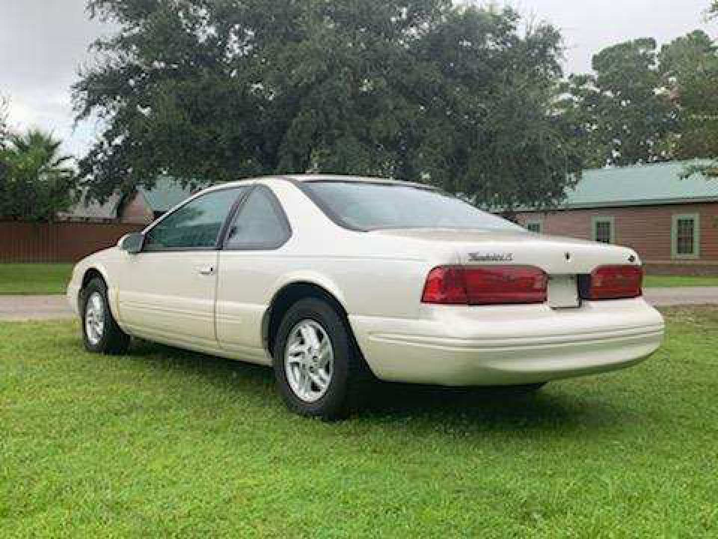 4th Image of a 1996 FORD THUNDERBIRD LX