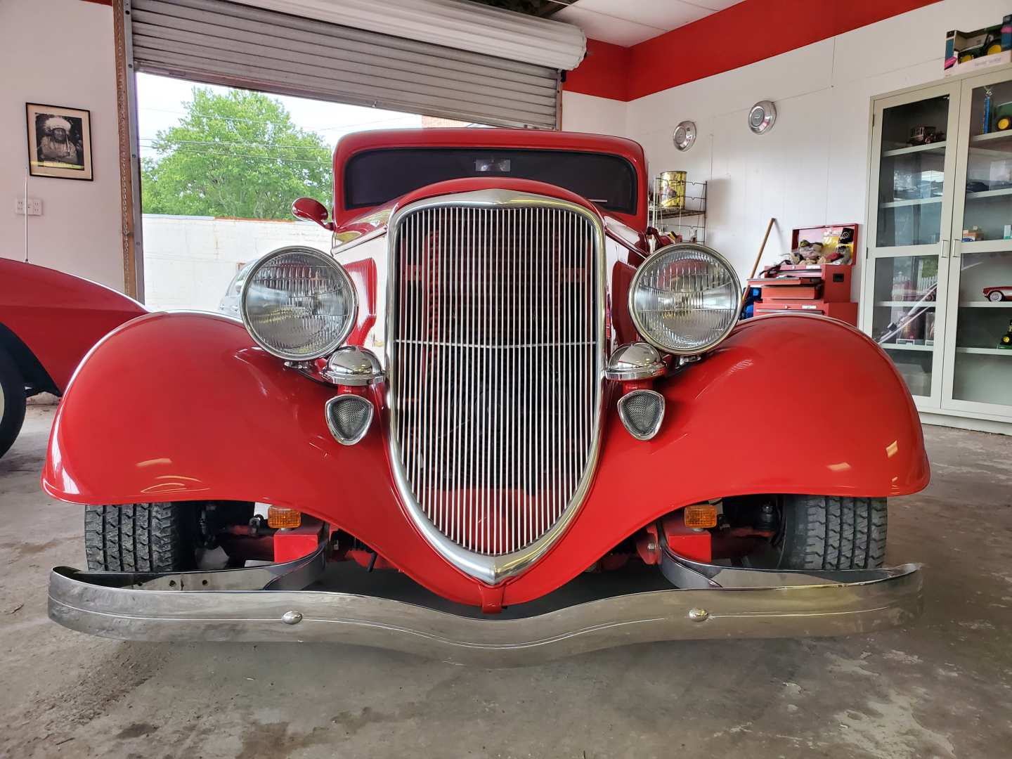 2nd Image of a 1933 FORD DELUXE