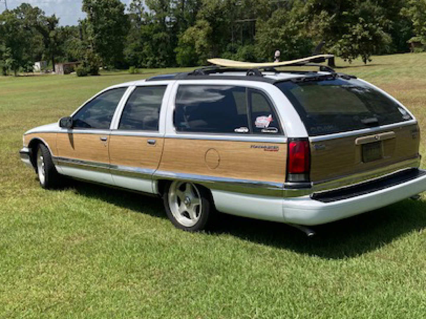 2nd Image of a 1995 BUICK ROADMASTER ESTATE WAGON