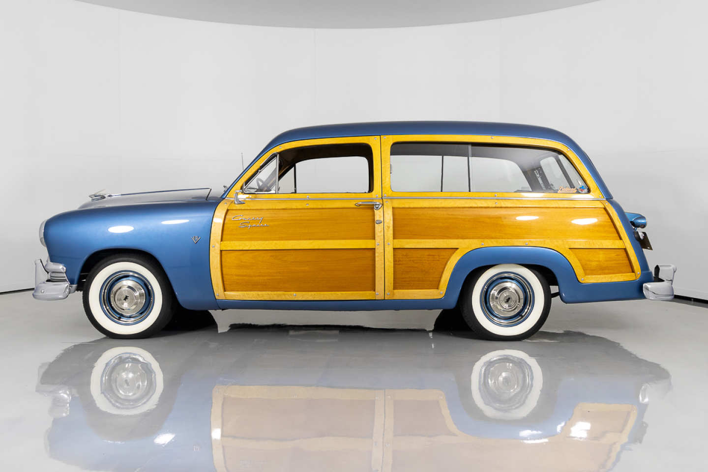 3rd Image of a 1951 FORD COUNTRY SQUIRE