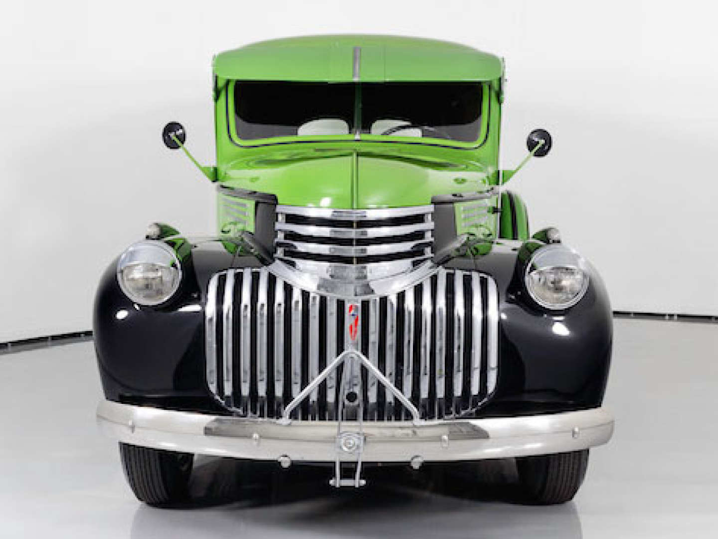 2nd Image of a 1946 CHEVROLET PANEL TRUCK