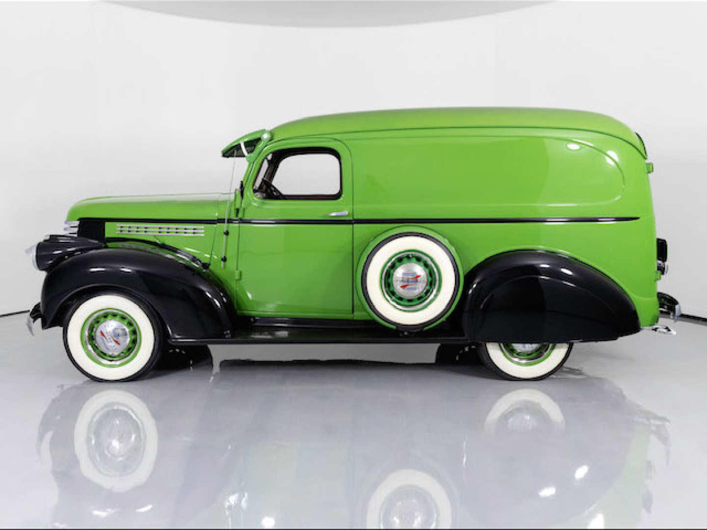 3rd Image of a 1946 CHEVROLET PANEL TRUCK