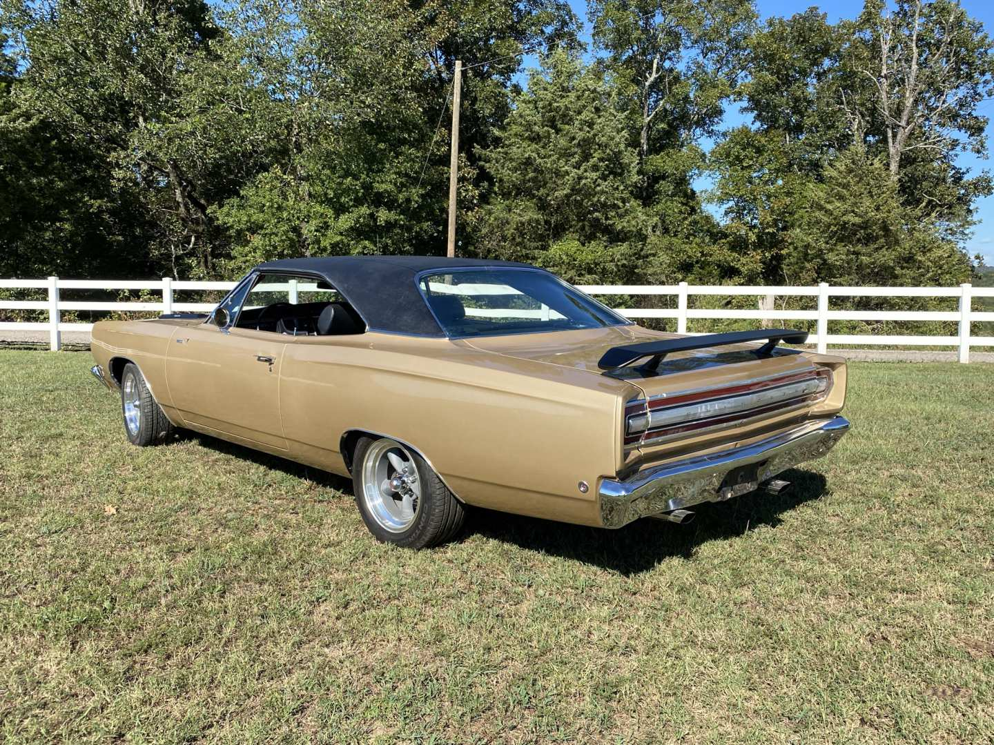 2nd Image of a 1968 PLYMOUTH ROADRUNNER