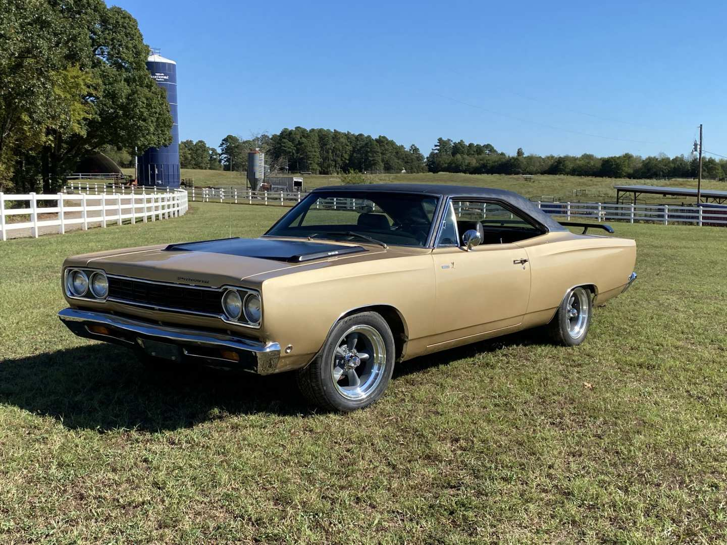 3rd Image of a 1968 PLYMOUTH ROADRUNNER
