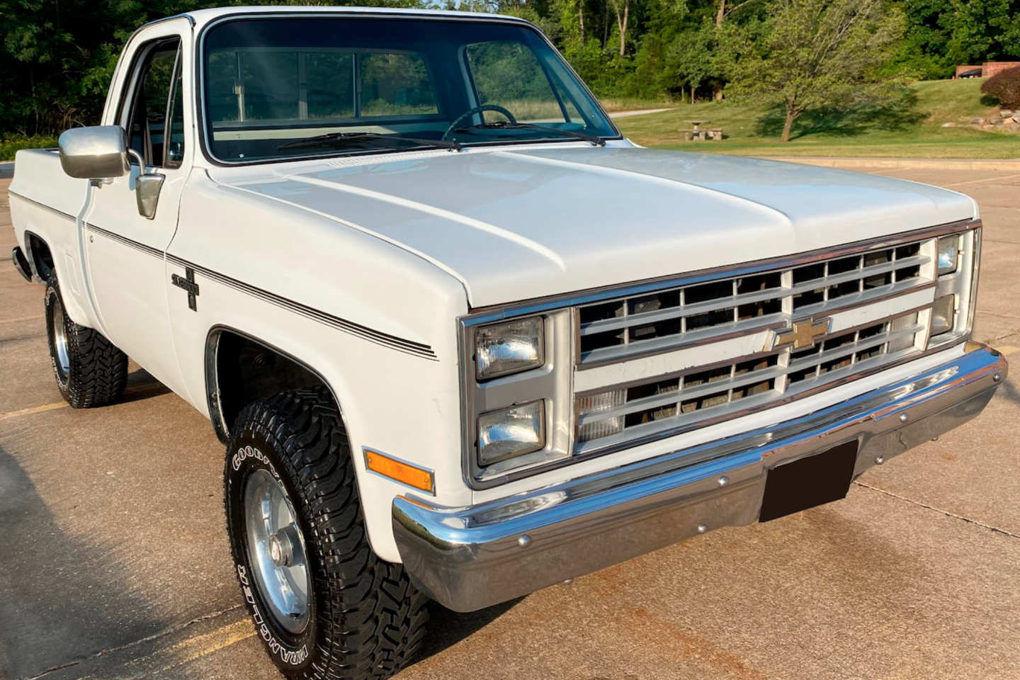 2nd Image of a 1985 CHEVROLET K10