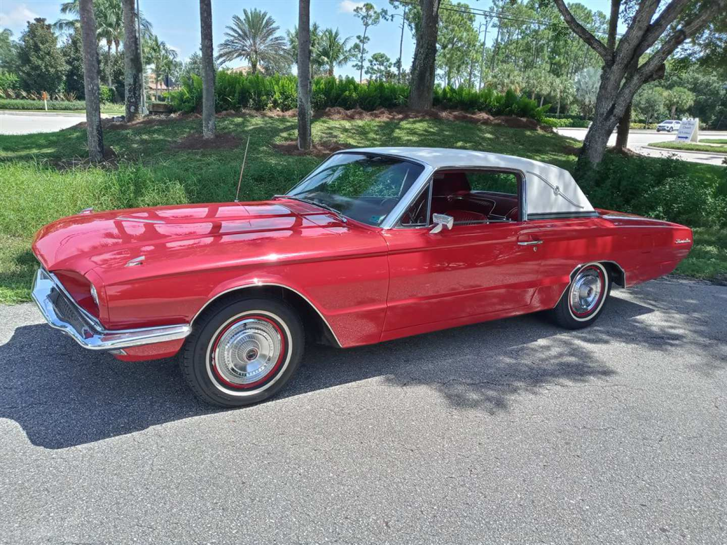 2nd Image of a 1966 FORD THUNDERBIRD