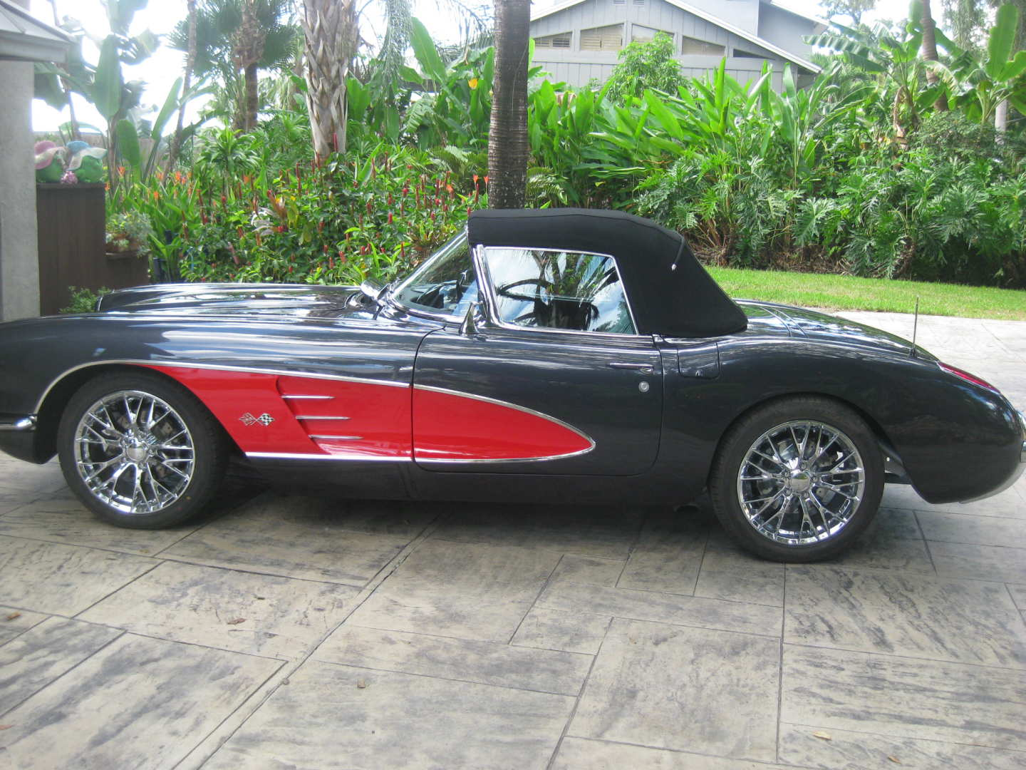2nd Image of a 1960 CHEVROLET CORVETTE