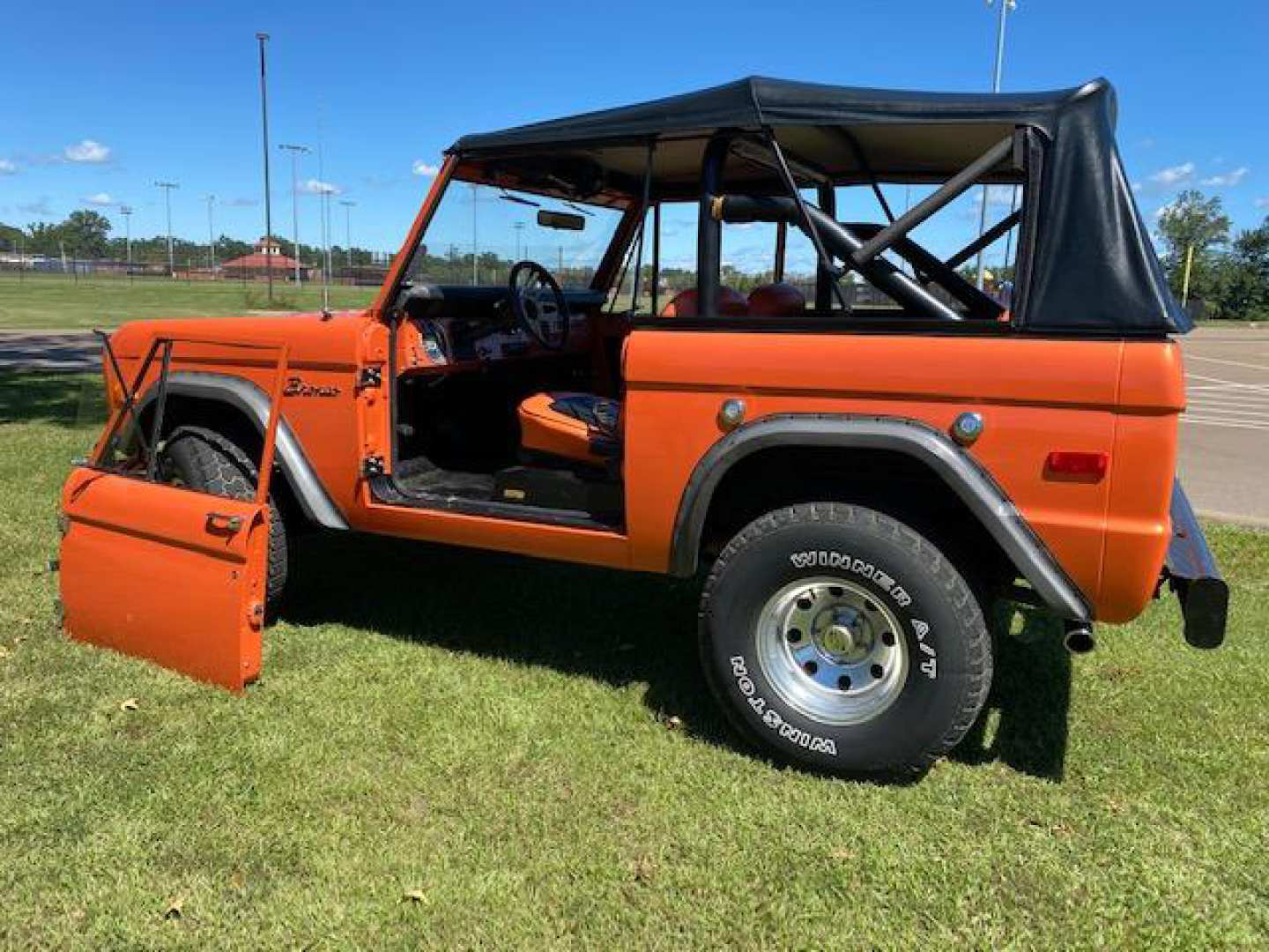 2nd Image of a 1974 FORD BRONCO